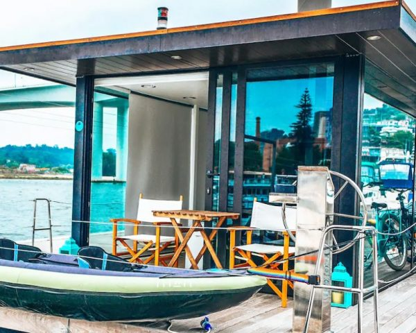 Dormir numa casa barco no rio Douro - CLEVERTOURS